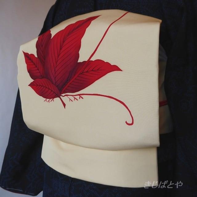 正絹塩瀬 クリーム色に赤い葉のなごや