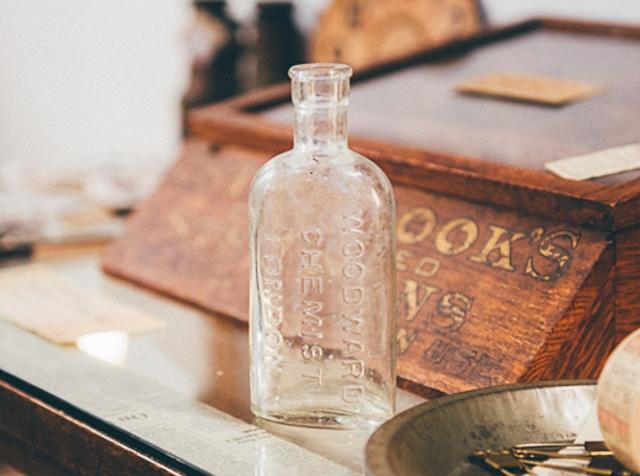 イギリスアンティーク「virol」ガラスボトル Lサイズ(No.30827)