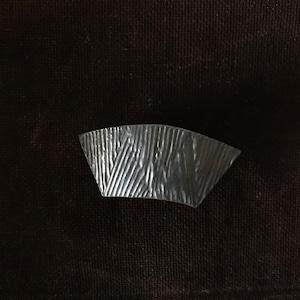 AKI KASARA/銀彩ブローチ