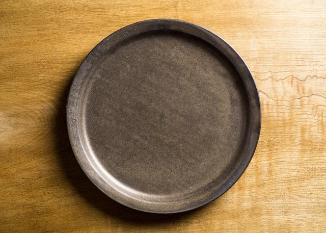 マンガン釉 8寸リムプレート(大皿・25cm皿)/鈴木美佳子