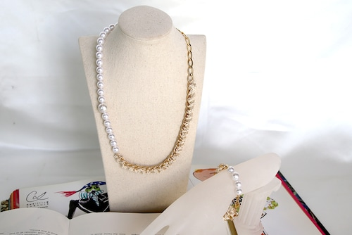 PearlSmile gold ribbon necklace