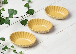 黄釉 輪花 楕円小鉢/石塚操