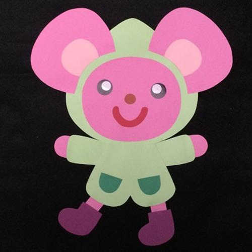 レインコートを着たねずみの壁面装飾(ピンク)
