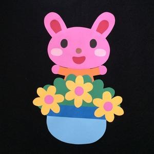 誕生表に使えるウサギ(黄)の壁面装飾