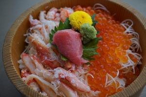 【浜太郎】蟹トロいくら丼