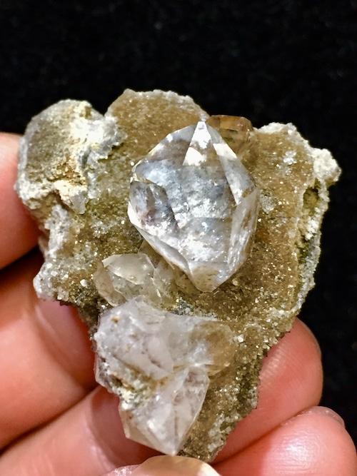 3) ニューヨーク・ハーキマー・ダイヤモンド母岩付き