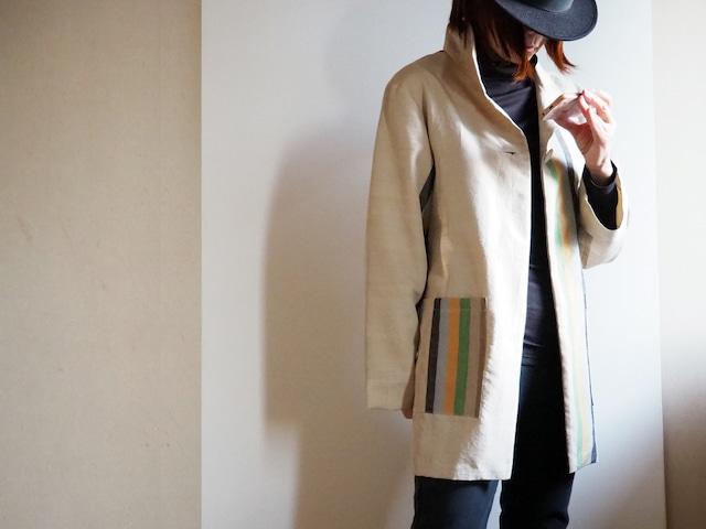 ベージュにパステルカラーのアシンメトリーな縞のハーフコートジャケット-紬の着物から
