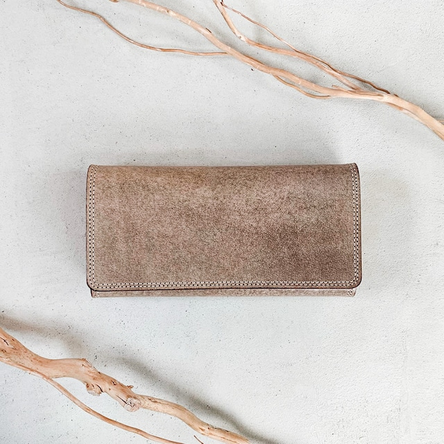 グリーングレイッシュの長財布