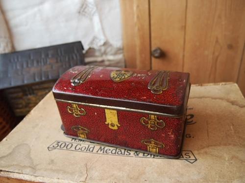 イギリスアンティーク トランク型の缶