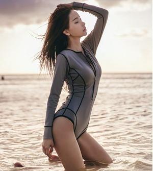 水着 ワンピース水着 ラッシュガード ウェットスーツ ダイビングスーツ サーフスーツ 長袖 フロントジッパー カジュアル かっこいい クール アクティブ スポーティー ビーチ 海水浴 リゾート