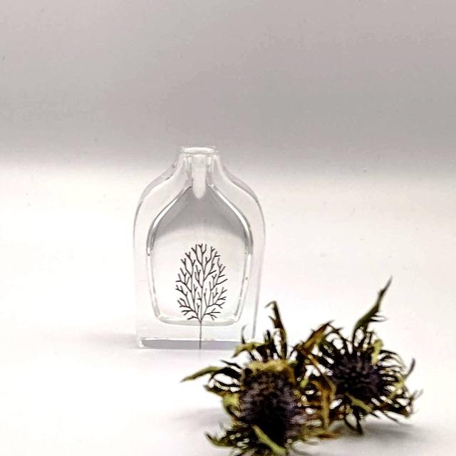 一輪挿し a bottle Tree