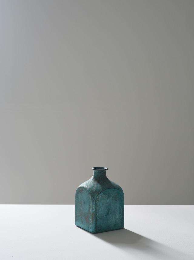 瀬川辰馬 緑青彩面取り花器