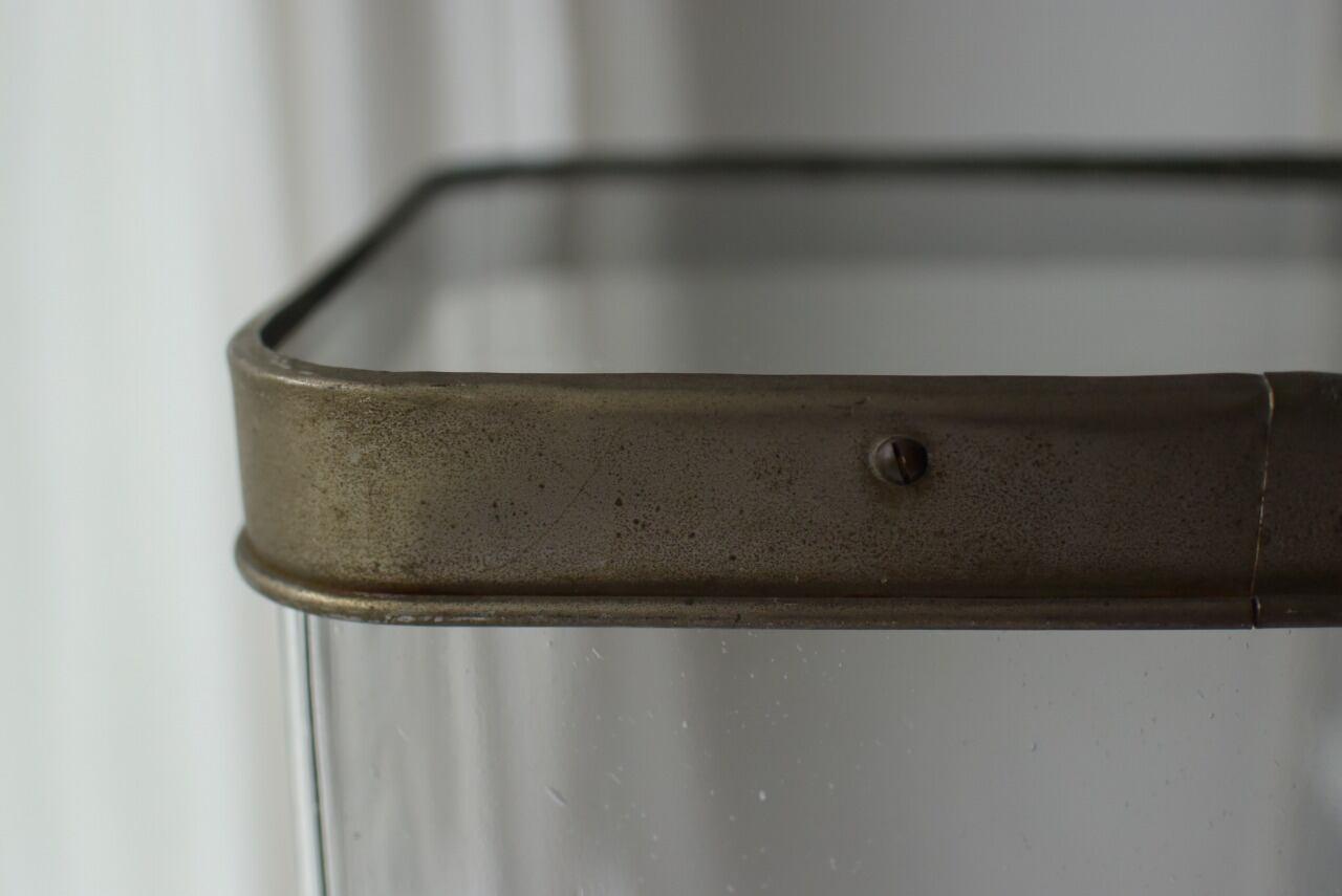 ガラス蓋の四角瓶