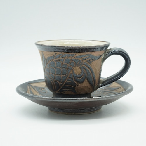 魚紋コーヒーカップ&ソーサー 黒釉?き落とし【金城陶器秀陶房】
