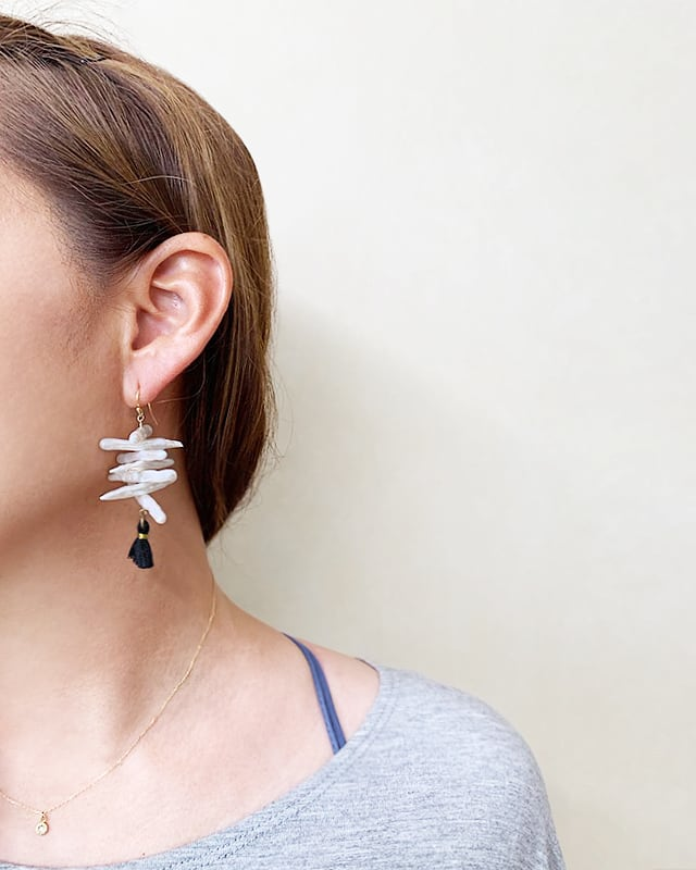 Shell & tassel pierced earrings  /  OBH-66