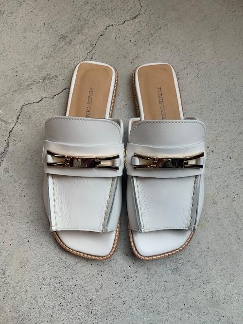 FUMIE=TANAKA bit loafer sandal  (White)