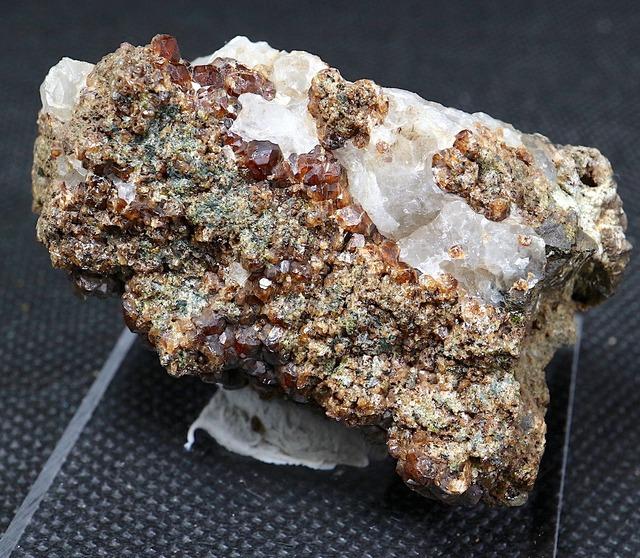 ※SALE※ グロッシュラー ガーネット + カルサイト 方解石 54,3g GN073 原石 鉱物 天然石 パワーストーン