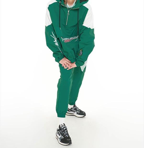 【MANG】グラフィティ刺繍入りナイロンパンツ グリーン