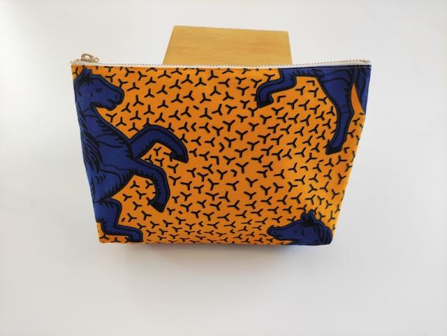 アフリカンファブリック マチ付きポーチ 黄色地に青い馬