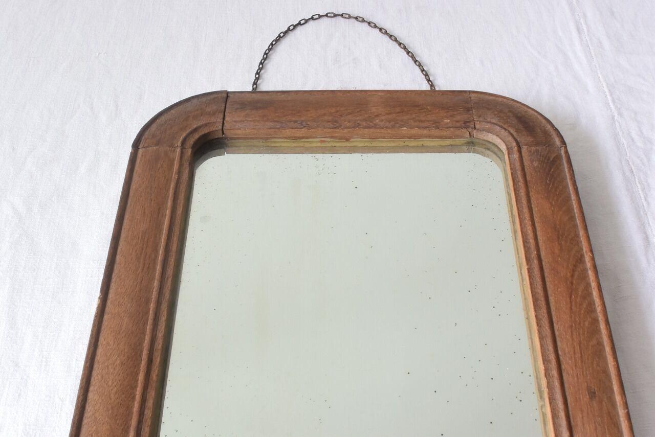 古びた木枠のミラー