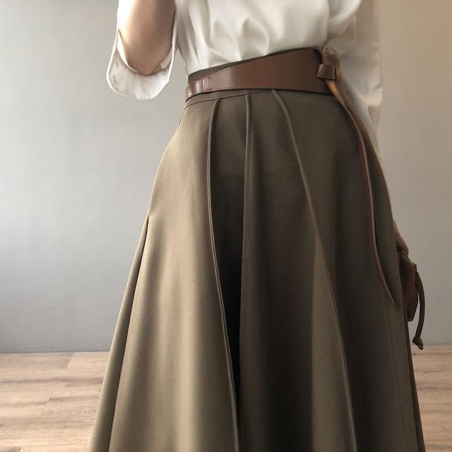 落ち感のある秋物スカート