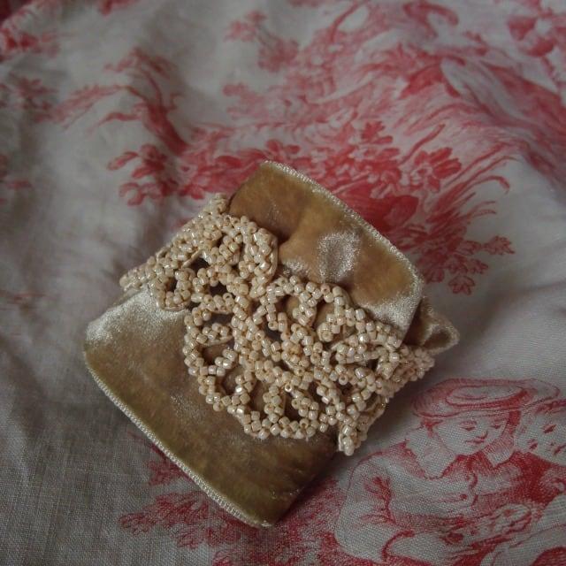 ビーズ刺繍リストブレス