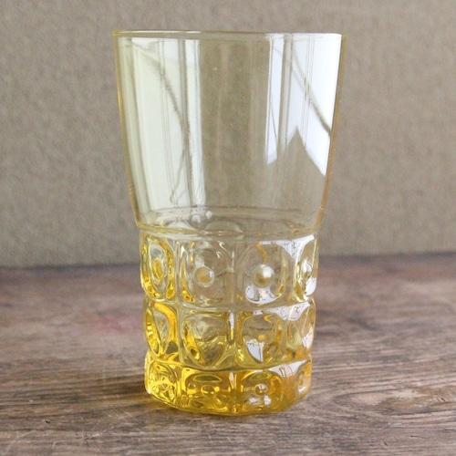 黄色のレトロなグラス