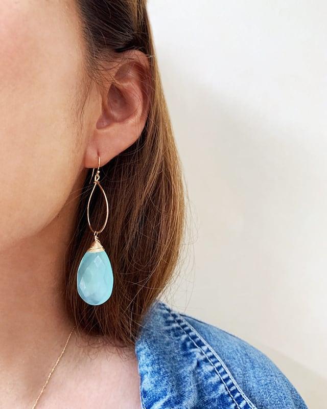 Green chalcedony pierced earrings      OBH-004