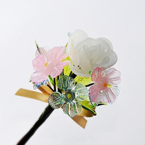 グラスフラワー プチブーケ(白いラナンキュラス)