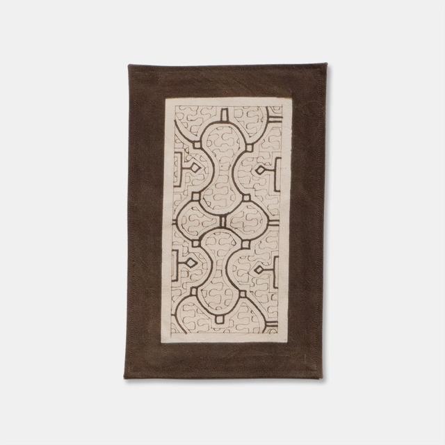 SHIPIBO TEXTILES シピボ族の泥染めのテーブルマット 白フチ縫い 300×200mm S003
