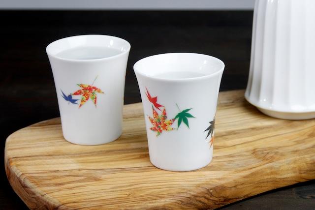 【SP3J52-09】『温度で変化する酒器』『白(小)温感カップ』『紅葉』 *紅葉 白 酒器 ユニーク 浮かび上がる絵 温感 ギフト 温度で変化 綺麗 キレイ かわいい