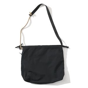 IFNi REVERSIBLE SHOULDER BAG [ BLACK ]