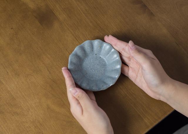 グレー釉 輪花深皿 豆(信楽焼・小皿・豆皿)/古谷 浩一