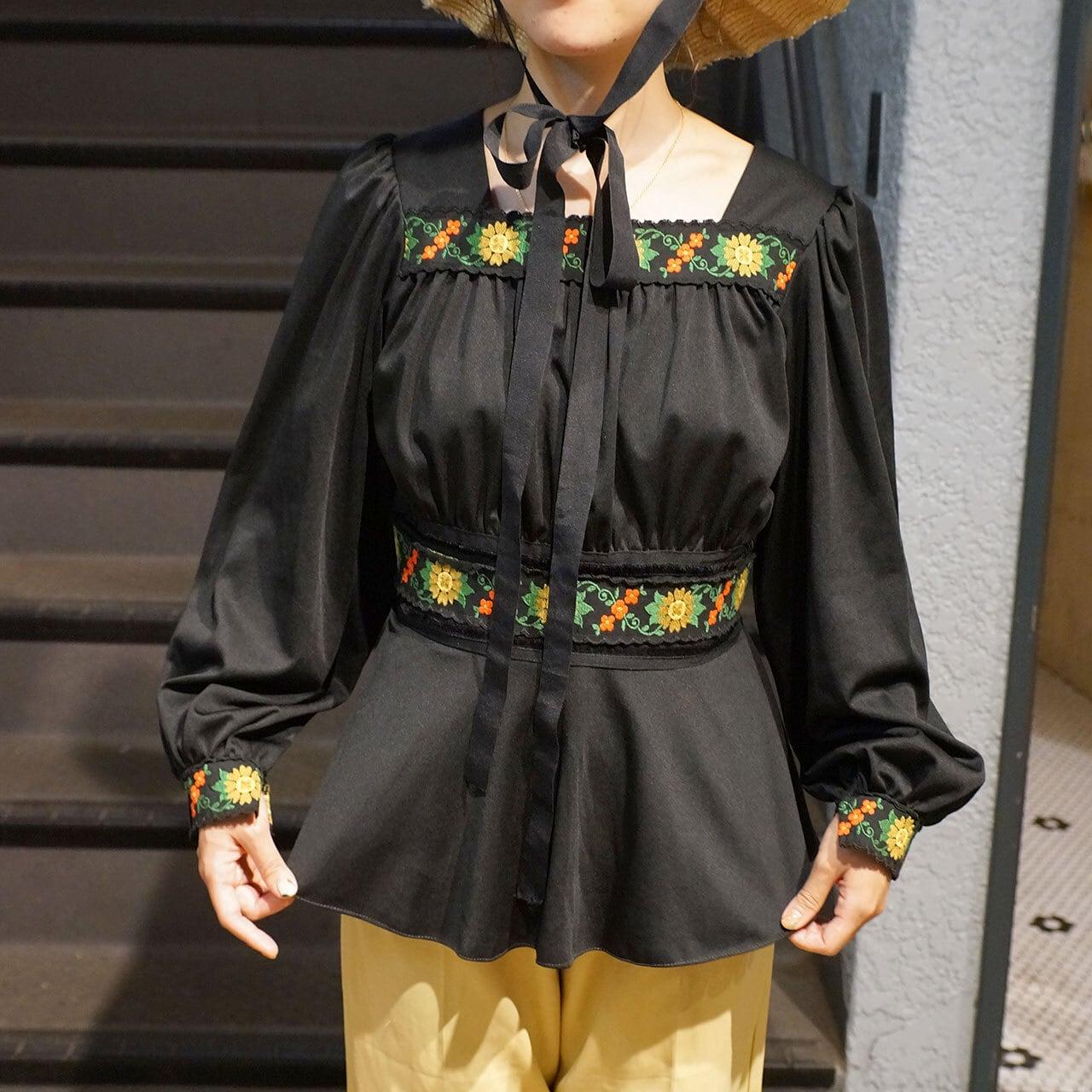 【送料無料】Black vintage tyrolean tape blouse