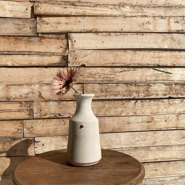 味わい深い陶器の花瓶 ホワイト