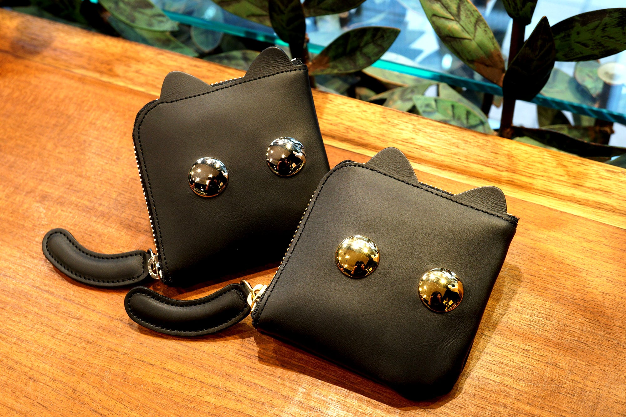 ねこんぱくと財布(ゴールド/シルバー)猫顔の牛革製L字ファスナー財布