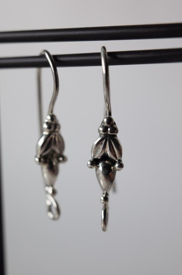 Staring Silver Earrings -003