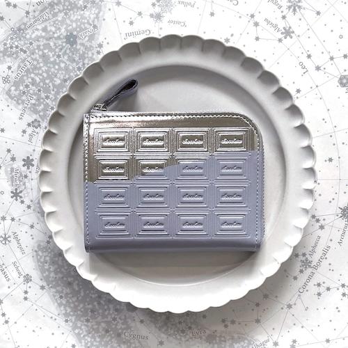 革の淡灰青色チョコ ファスナーミニ財布 (銀の包み紙)