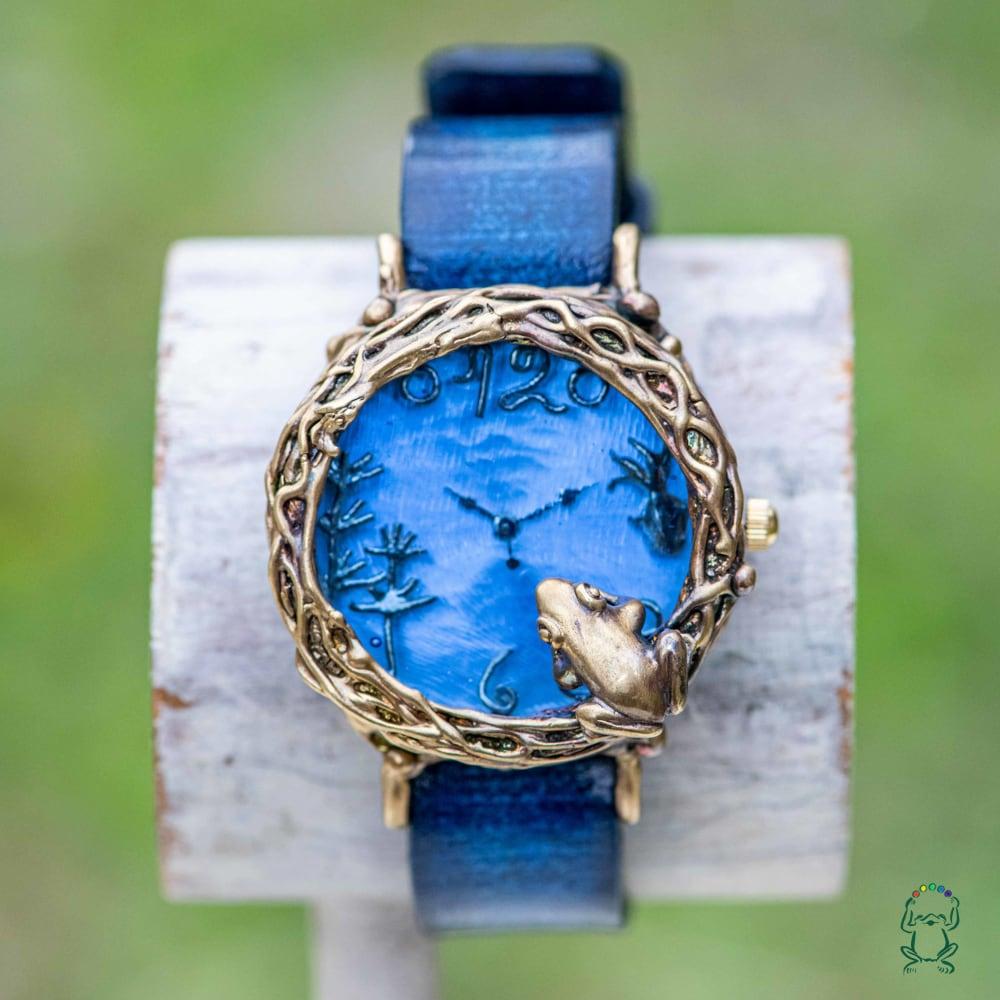 金魚の様に優雅に泳ぎたいと思う蛙腕時計Mパステルブルー