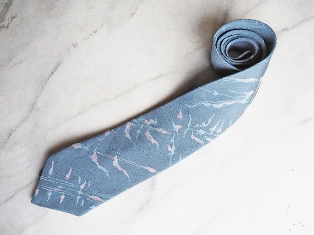 ブルーにピンクが優しい草花模様のネクタイ-お召着物地(古布)から