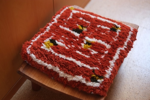 佐藤隘子さんのノッティング ー手織りの椅子敷きー   62.
