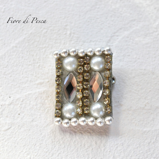 Beatrice Brooch(glass silver)