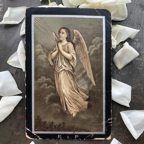 墓地に浮かぶ天使のデスカード