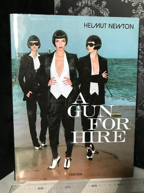洋書 ヘルムート ニュートン A GUN FOR HIRE