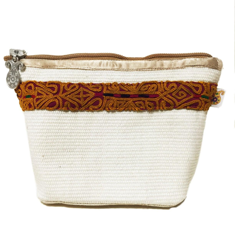 手織り布とハンドメイド刺繍 のポーチ  White