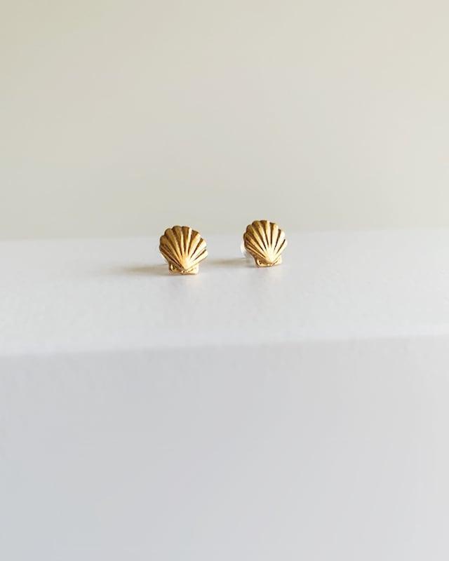 K10 Shell pierced earrings  /  Belleza by n
