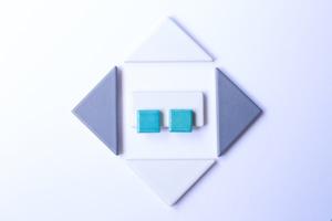 025伝統文化品美濃焼多治見四角タイルピアス(イヤリング) 青藍(せいらん)