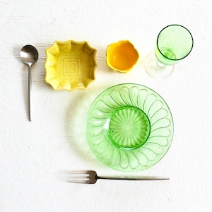 【30937】グリーンのガラス皿 B品 昭和 / Green Glass / Showa Era