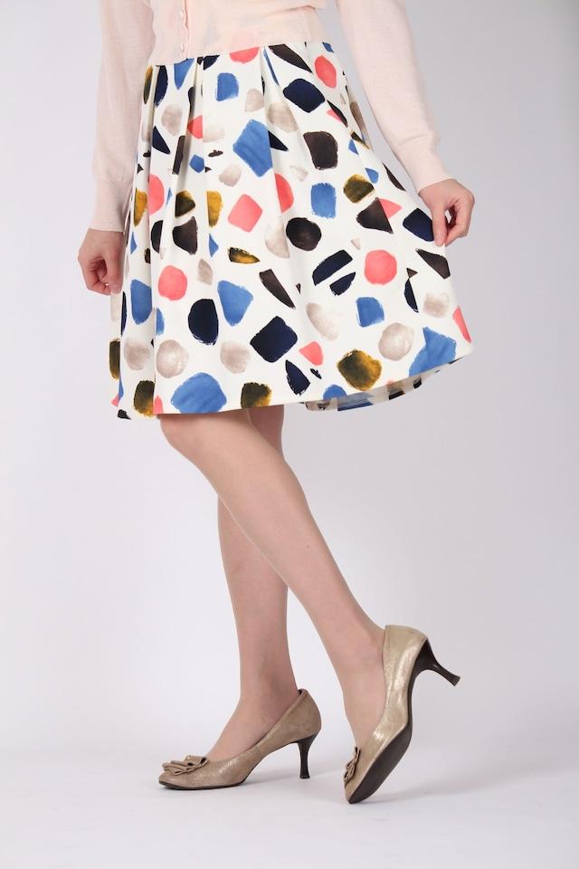 カラフル模様のスカート