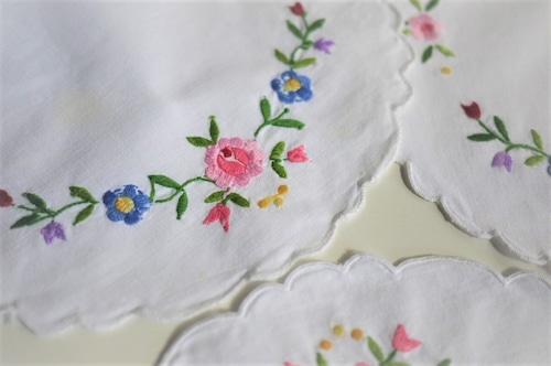 刺繍の花瓶敷き ランチョンマット カロチャ マチョー 東欧 エンブロイダリー